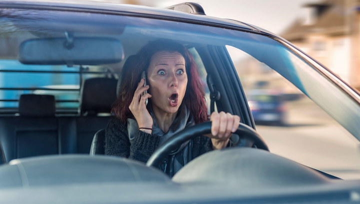 Водитель с телефоном будет фиксироваться на камеру и оштрафован.