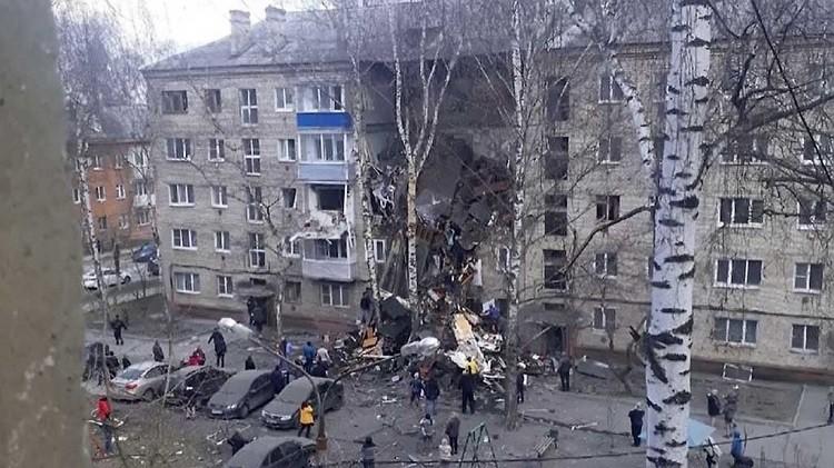 Подъезд дома после взрыва газа. Фото: anna-news.info