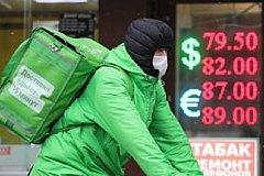 Для борьбы с кризисом эксперты предлагают раздать деньги россиянам.