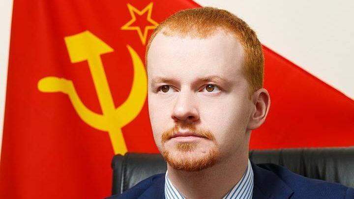 Депутат от КПРФ Денис Парфенов. Фото: rossaprimavera.ru