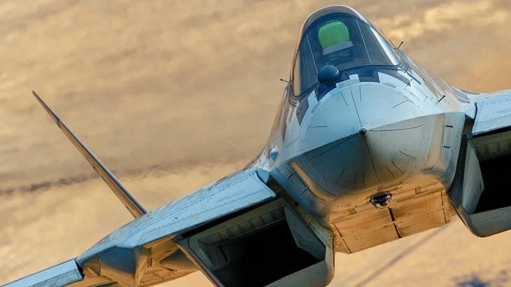 Су-57 в полете.