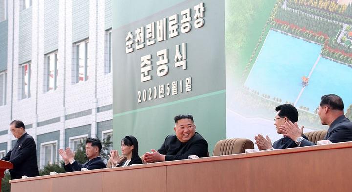 Ким Чен Ын живее всех живых, а его смерть - лишь слухи.
