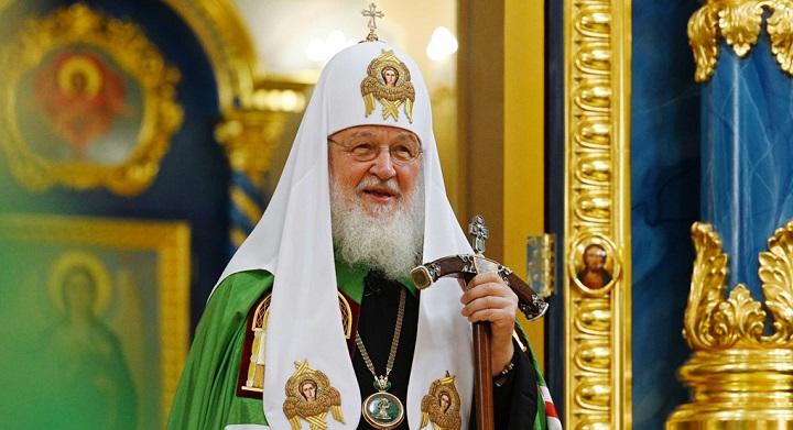 Глава РПЦ призвал богатых прихожан помочь священникам деньгами.