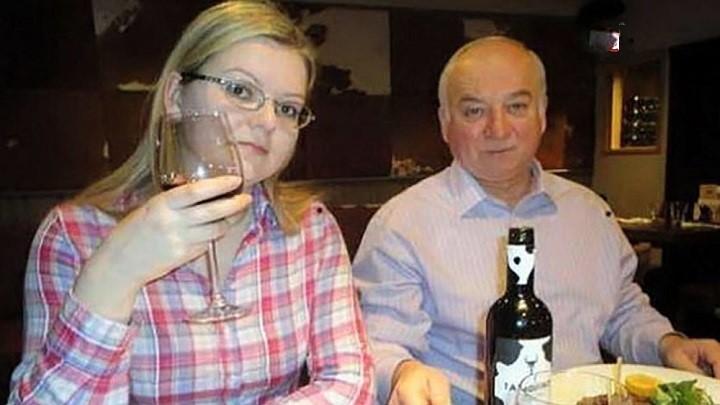 Сергей Скрипаль с дочерью Юлией. Фото: tvc.ru