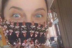 Наташа Королёва купила маску за 350 тысяч, а муж стриптизёр жалуется.