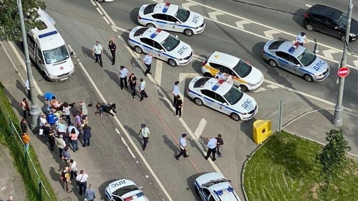 Стрелявший в полицейских скончался. Его личность установлена. фото 2