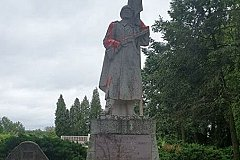 В Литве осквернена могила героя СССР.