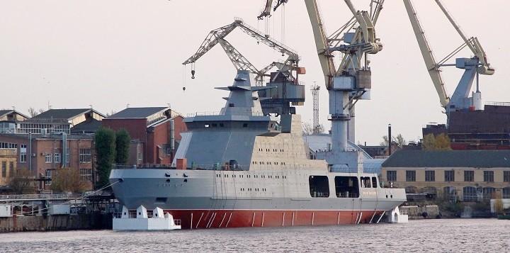 Новейший российский боевой ледокол «Иван Папанин» на верфи судостроительного завода.