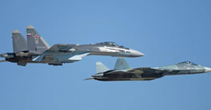 В ВКС России прошел эксперимент по применению «роя» истребителей.