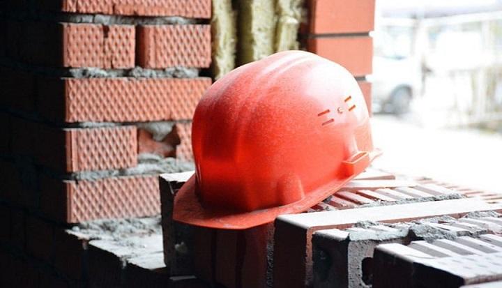 Обрушение перекрытий здания унесло жизни трех человек.