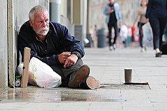 Определен уровень бедности в России.
