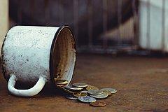 Борьба с бедностью в России отложена до лучших времен.