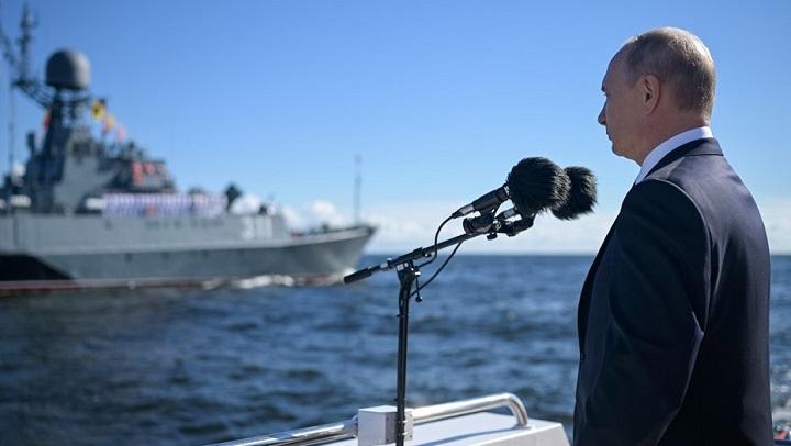 Президент пообещал Флоту России новые корабли и гиперзвуковые комплексы.