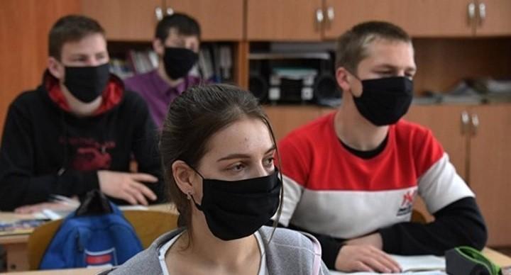 С 1 сентября студенты российских вузов будут обязаны носить маски. фото 2