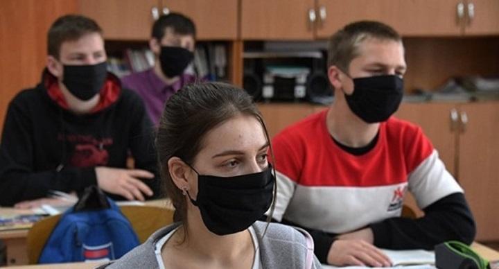 С 1 сентября студенты российских вузов будут обязаны носить маски.