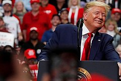 Трамп заявил об обнулении налогов американцам после его переизбрания.