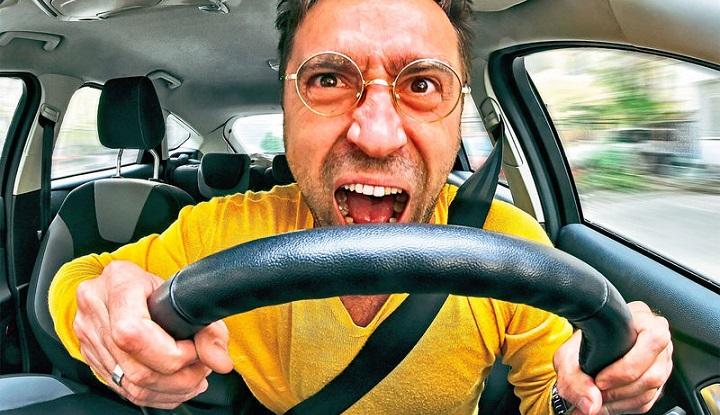 Автомобилистам России усложняют жизнь.