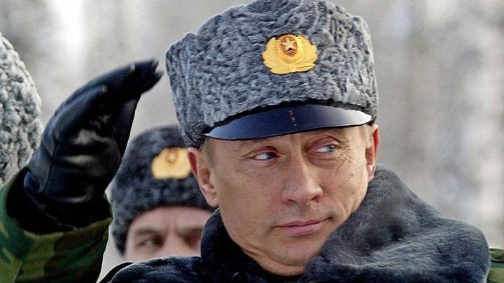 Генералам Армии России запретили носить каракулевые шапки.