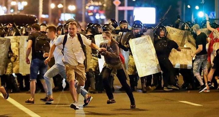 Белоруссия в огне. Противостояние протестующих и силовиков разгорается с новой силой. фото 3