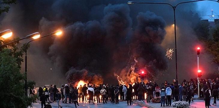 Сожжение Корана вызвало массовые беспорядки в Швеции. фото 3