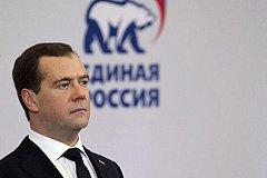 На совещании «Единой России» Медведев предложил ввести в России базовый доход.