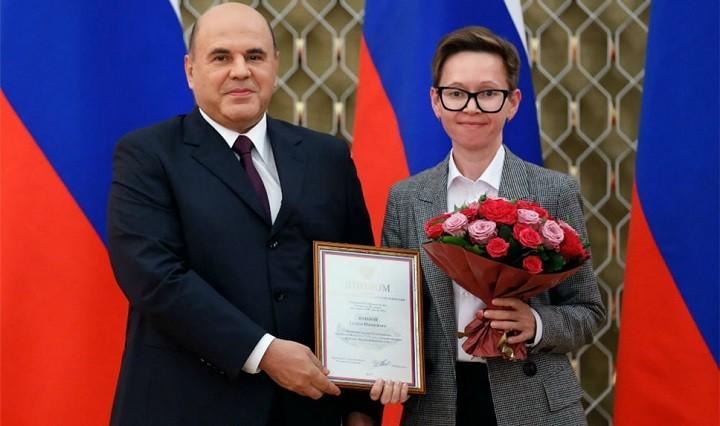Премьер-министр РФ с писательницей Гузель Яхиной.
