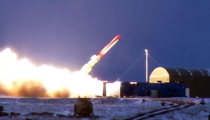 Пуск крылатой ракеты с ядерным двигателем. Предположительно полигон Новая земля, осень-зима 2017 года.
