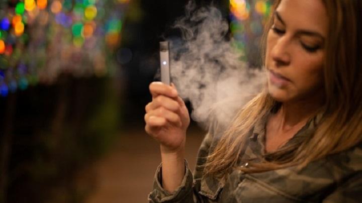 Курение электронных сигарет приводит к раку груди.