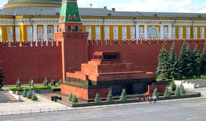 В РПЦ порассуждали о строительстве церкви вместо Мавзолея Ленина.