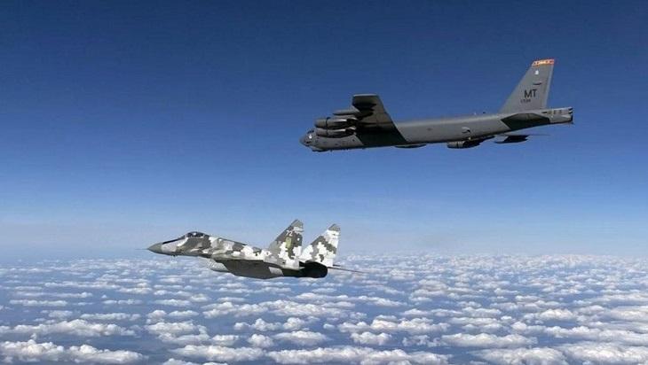 Воздушное пространство Украины будут патрулировать бомбардировщики США.