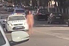 Российская телеведущая решила прогуляться голой по улице подмосковного города.