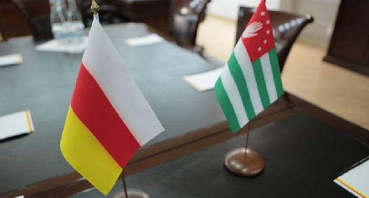 Бюджетникам Южной Осетии и Абхазии повысят зарплаты из бюджета России