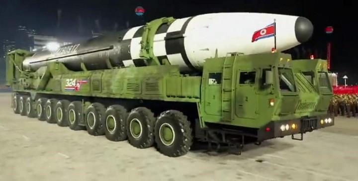 Новая межконтинентальная баллистическая ракета «Пуккыксон 4-А» («Полярная звезда»).