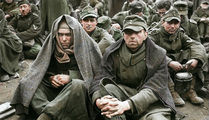 Пленные немецкие солдаты и офицеры.