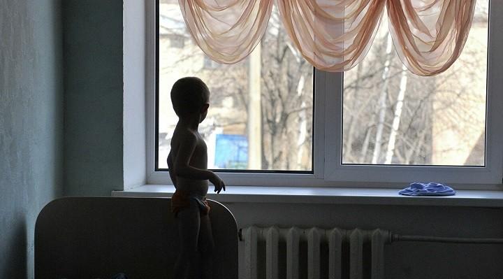 Три дня малолетние дети жили в квартире с мертвыми родителями фото 2
