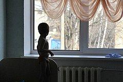 Три дня малолетние дети жили в квартире с мертвыми родителями