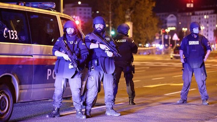Перестрелки и взрывы в центре Вены. Есть погибшие и раненные. фото 2