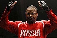 Боксер Рой Джонс хочет выйти на ринг против Майка Тайсона под российским флагом