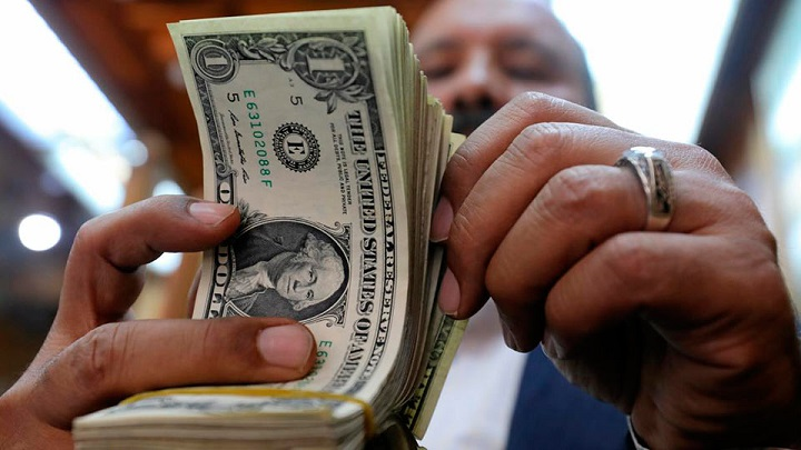 Почти на 70% увеличился отток капитала из России