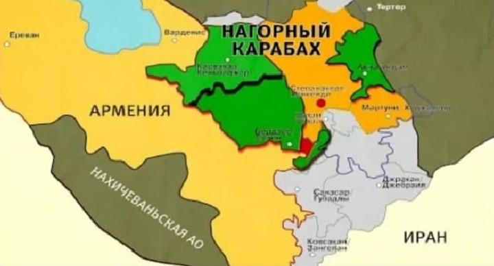 Карта по итогам договора. Зеленым обозначены районы, которые отходят Азербайджану. Серым - территории, перешедшие под контроль Баку в ходе военных действий. Оранжевым - зона контроля миротворческих сил Российской Федерации. Красным - Лачинский коридор, связывающий Армению со Степанакертом/Ханкенди.