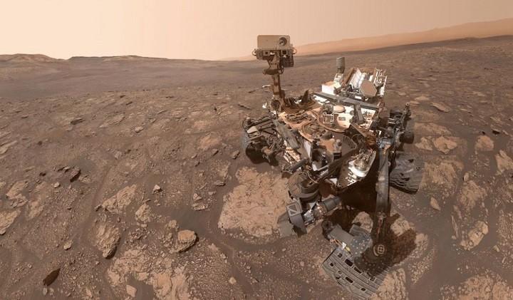 Селфи-фото марсохода Curiosity.