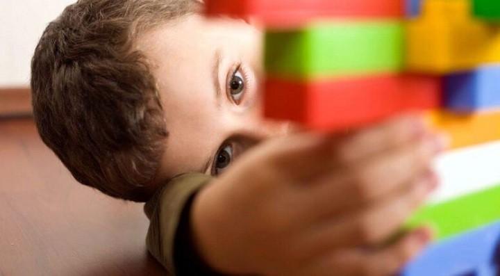 В Петербурге мужчина выбросил с балкона мальчика-аутиста фото 2