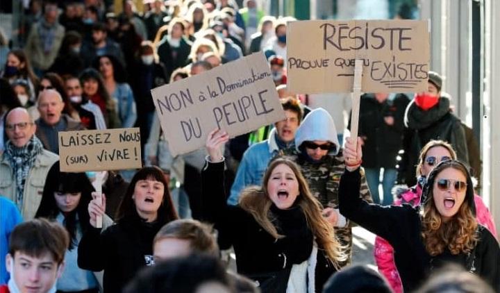 Французы против закона о запрете идентификации полицейских