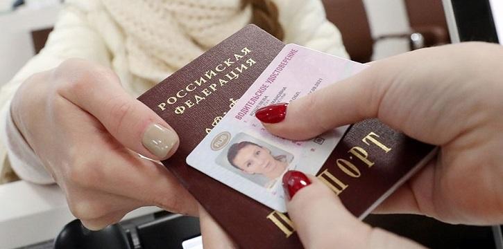 Утверждены изменения в российские водительские права и ПТС