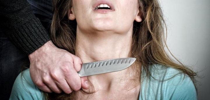 На Кубани мужчина перерезал горло жене и ее сыну, а после пытался убить второго сына