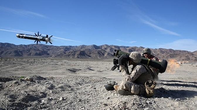 Американский противотанковый ракетный комплекс Javelin в действии.