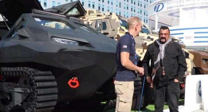 Гражданин России Стивен Сигал презентовал украинский броневик