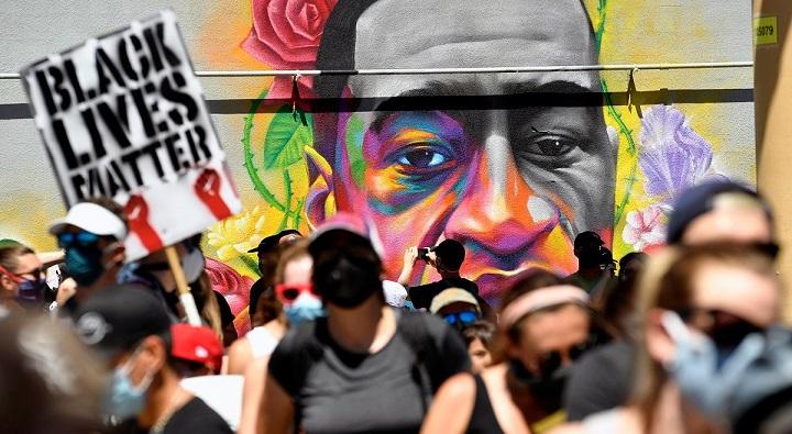 Семье погибшего афроамериканца Джорджа Флойда выплатят 27 миллионов долларов