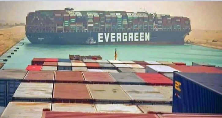В ожидании открытия Суэцкого канала находится 321 корабль