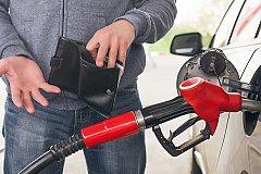 Эксперты объясняют причину удорожания бензина при дешевой нефти